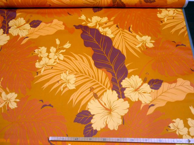 画像1: 【つやなしラミネート】080604■訳あり50cmハギレ 大きなハイビスカスとモンステラ オレンジ