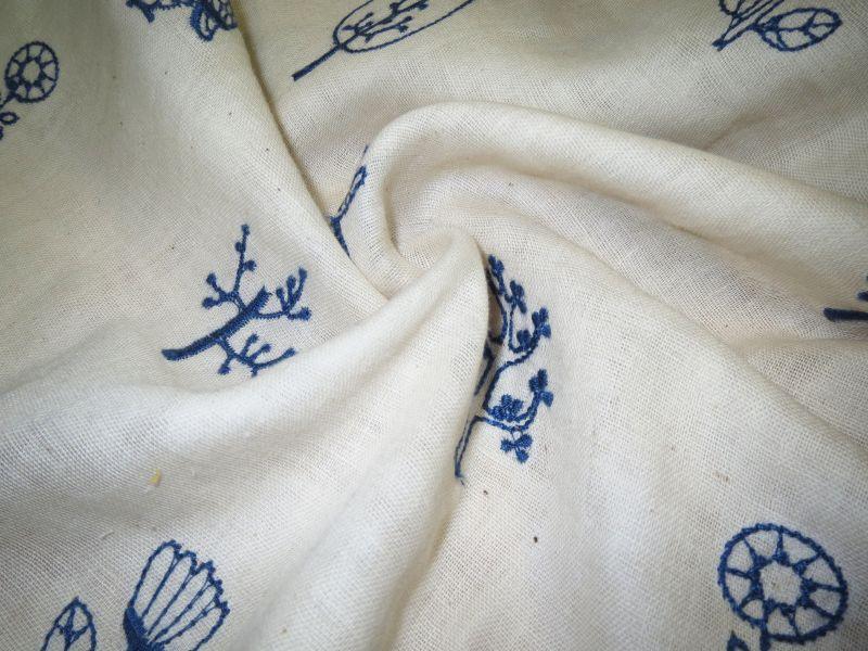 画像2: 【ダブルガーゼ】051600■約85cmハギレ フクロウ フォレスト刺繍柄 B 生成り地に青刺繍