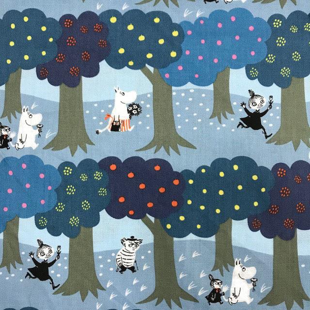 画像1: 【30ビエラ】◆約50cmハギレ ムーミン 森の中 グレー系(木ブルー&ネイビー)ERI SHIMATSUKA × MOOMIN