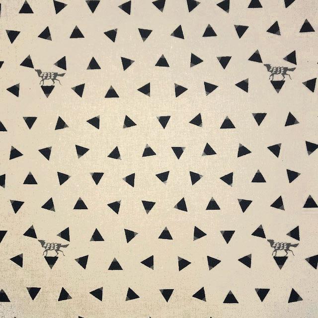 画像1: 【綿麻キャンバス】04450■約48cmハギレ トライアングル 麻色 echino2018 triangle