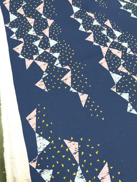 画像2: 【綿麻キャンバス】060002■約30cmハギレ トライアングル タユトウ ネイビー