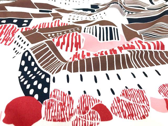 画像1: 【 ダブル幅オックス】083108■約50cmハギレ フィンレイソン  北欧の街並み ピンク系